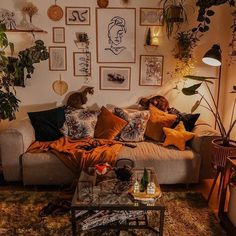 Modern Bohemian Bedrooms & Home Interior Decor Ideas: With the passage of time the demand and trend of the bohemian home decoration has been becoming the main talk of the town. Bohemian Interior Design, Bohemian Decor, White Bohemian, Aesthetic Room Decor, Gold Aesthetic, Dream Decor, Dream Rooms, My New Room, House Rooms