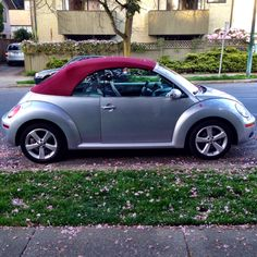 Rare colour combo on this VW Beetle Cabrio, spotted in Kitsahlano, Vancouver.