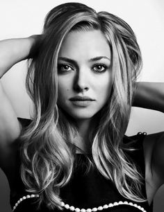 I didn't used to think Amanda Seyfried was that pretty, but she is gorgeous!!! I'm super jealous