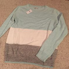 Gap sweater Lightweight Gap sweater. Light blue, white, and grey color block GAP Sweaters Crew & Scoop Necks