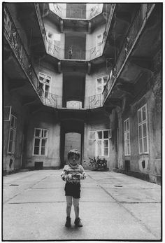 BENKŐ IMRE Udvar. Dob utca, 1984 Budapest, Pop Up, Dob, Black And White, Image, Photographers, Monochrome, Philosophy, Children