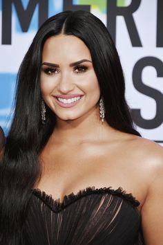 joka on Demi Lovato dating nyt 2014dating site, jotka ovat täysin ilmaisia