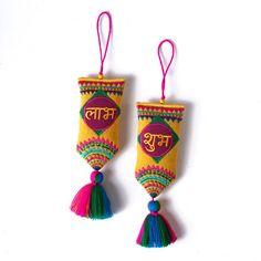 Door Hanging Decorations, Diy Diwali Decorations, Easy Paper Crafts, Diy Crafts, Diwali Craft, Diwali Diya, Happy Holi Wishes, Beaded Ornaments, Ceramic Painting