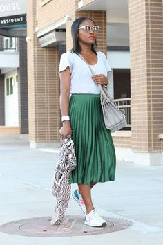 15 skirt and sneakers outfits you should try to be stylish and comfortable all day - Skirt Outfits Green skirt with tennis shoes and white graphic tee Spring Summer Fashion, Spring Outfits, Outfit Summer, Autumn Outfits, Pleated Skirt Outfit, Pleated Skirts, Green Skirt Outfits, Shirt Skirt, Fashion Clothes