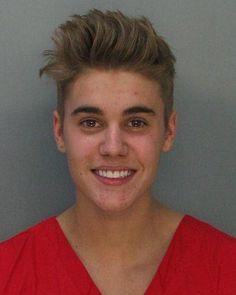 El cantante Justin Bieber ha sido arrestado este jueves por la policía de Miami al participar en una carrera ilegal de coches con un potente Lamborghini que, horas antes, había alquilado al llegar a la ciudad,