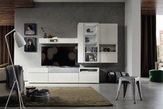 New Dieser Hocker aus Metall bringt eine coole Note ins Wohnzimmer Die wei en Schr nke heben sich besonders gut von der in Grau gestalteten Wand ab