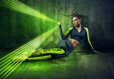Donna Walk Run Neon Campaign by Miagui - Inspiration Grid Fitness Photography, Sport Photography, Colour Gel Photography, Neon Run, Fitness Backgrounds, Neon Artwork, Sports Graphic Design, Walk Run, Fitness Photos