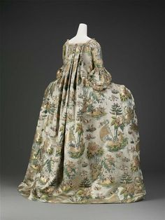 Dress, petticoat, and stomacher, c. 1735 (dress restyled at a later date), France. Silk satin with supplementary discontinuous silk and metal-wrapped patterning wefts. Museum of Fine Arts Boston 18th Century Dress, 18th Century Fashion, 17th Century, Vintage Outfits, Vintage Fashion, Vintage Gowns, Classic Fashion, Vintage Clothing, Historical Costume