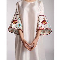 SLEEVES Kurta Patterns, Dress Patterns, Abaya Fashion, Boho Fashion, Fashion Design, Linen Dresses, Cute Dresses, Modest Wear, Kaftans