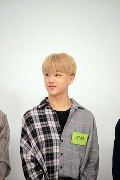 he's so cute uwuuuuu Nct 127, Park Jisung Nct, Ten Chittaphon, Park Ji Sung, Weekly Idol, Jung Woo, Kpop, Winwin, Jaehyun