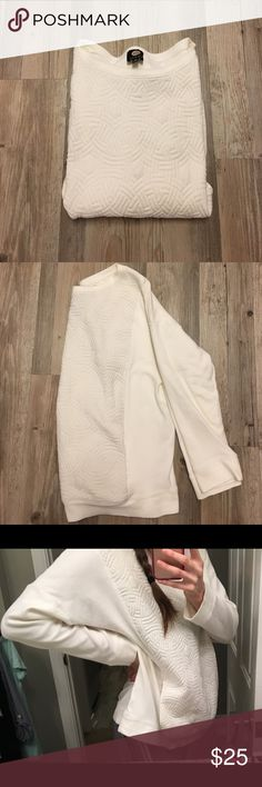 JONES NY SPORT Cream Quilted Sweatshirt I love this comfy cozy sweatshirt!! The tag says 2X, but I wear it as an oversized sweatshirt and it's SO COMFY AND CUTE! The front pocket is a wonderful feature as well. It is worn, and there is minor pilling, but overall, it's in decent condition. Always appreciate reasonable offers! Jones New York Tops Sweatshirts & Hoodies