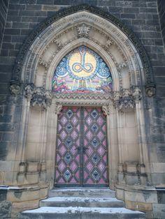 Porte Bazilika svatého Petra a Pavla, Prague