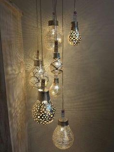 Op zoek naar unieke verlichting voor in huis? Meerdere hanglampen in een groep zijn een echte EYECATCHER! 8 voorbeelden... - Zelfmaak ideetjes