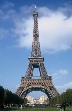 I have been to the Eiffel tower but I would love to go back! Such an amazing place.