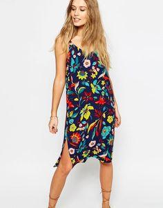 ASOS | Vestido camisola a media pierna con estampado tropical de ASOS en ASOS