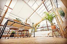 151 отметок «Нравится», 3 комментариев — Experimental Living (@greenhouse_living) в Instagram: «Our greenhouse terrace as seen by Shemara. #terrace#botanical#greenhouselife#greenhouseinteriors…»