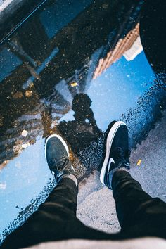 Creative Photography Ideas of The Day That Are Absolutely Awesome Pics) - Awed! Photography Poses For Men, Urban Photography, Creative Photography, Street Photography, Portrait Photography, Reflection Photography, Mobile Photography, Creative Photos, Cool Photos