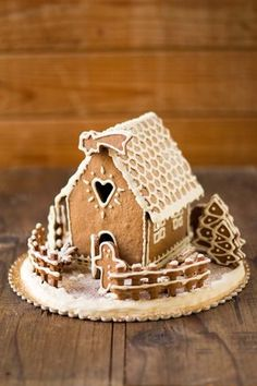 Christmas Cookie House, Gingerbreadhouse - In the Kitchen .- Casetta di Natale in Biscotto, Gingerbreadhouse – In Cucina con Me Christmas house, ideal as a centerpiece, all to eat! Polish Christmas, Christmas Food Gifts, Christmas Gingerbread House, Christmas Dishes, Christmas Desserts, Christmas Cookies, Simple Christmas, Christmas Crafts, Gingerbread Decorations