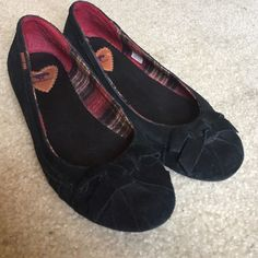 Black suede flats with a bow Minimal blue/black discoloration, only worn on 2/3 occasions Rocket Dog Shoes Flats & Loafers