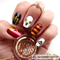 I'm a Slytherin but even I gotta admit these Gryffindorish #HarryPotter nails are pretty cool.