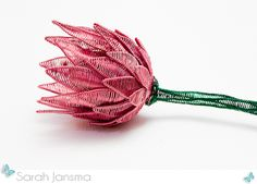 Wire Protea by Sarah Jansma Wire Flowers, Beaded Flowers, Paper Flowers, Bead Crafts, Jewelry Crafts, Handmade Jewelry, Native Beading Patterns, Protea Flower, African Beads