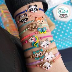 Image may contain: one or more people and closeup Bead Loom Bracelets, Bracelet Crafts, Jewelry Crafts, Handmade Jewelry, Beaded Jewelry Patterns, Bracelet Patterns, Beading Patterns, Friendship Bracelets Tutorial, Bracelet Tutorial
