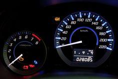 W nowych pojazdach obowiązkowo miałyby być montowane moduły bezpieczeństwa sprzętu #HSM. Urządzenia te uniemożliwiają zmiany we wskazaniach #licznika #kilometrów.  #blog #motoryzacja #kierowcy #przepisy #prawo #przebieg #cepik Blog, Vehicles, Vehicle