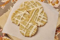 Easy sugar cookies with a twist- Maple Sugar Cookies. Perfect for Thanksgiving (or any time of year! From Leigh Anne of Your Home Based Mom. Fall Cookie Recipes, Fall Recipes, Sweet Recipes, Maple Cookies, Easy Sugar Cookies, Sweet Cookies, Just Desserts, Delicious Desserts, Dessert Recipes