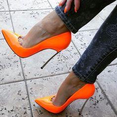 Orange Casadei Blades. Tacchi Close-Up #Shoes #Tacones #Heels