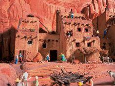 Eine weitere Attraktion für Touristen sind die terrassenartig angelegten Pueblo-Dörfer im Indianer Reservat.