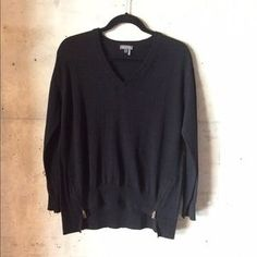 Vince Camuto Sweaters - Vince Camuto black v neck oversized sweater