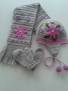 Küçük kızlara Crochet Kids Hats, Crochet Scarves, Crochet Clothes, Knitted Hats, Crochet Cape, Crochet Beanie, Knit Crochet, Animal Hats, Crochet Flower Patterns