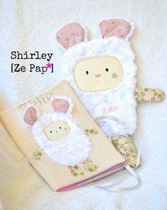 Coffret de naissance doudou plat Liberty et minky & couverture de carnet de santé assorti ! Adorable <3 Carnet de santé personnalisé avec doudou