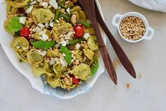 Tortellini Pasta Salad with Green Beans and Burst Tomatoes - this easy pasta salad can be served warm or at room temperature. It's quick to make, packed with protein, and super healthy. Perfect for family gatherings and picnics alike. Vegetarian Pasta Salad, Vegetarian Lunch, Vegetarian Recipes, Healthy Recipes, Nutrition Jobs, Food Nutrition Facts, Nutrition Classes, Nutrition Guide, Pasta Salad With Tortellini