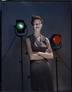 Les visiteurs sont invités à s'immerger dans l'univers du Studio des années de guerre et d'après-guerre à travers une sélection originale réalisée à partir de près des archives personnelles du photographe.