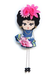 Frida Kahlo # felt dolls # brooche doll # custom doll # minimis Fabric Dolls, Paper Dolls, Brooches Handmade, Handmade Dolls, Felt Decorations, Felt Brooch, Tiny Dolls, Felt Patterns, Needle Felted Animals