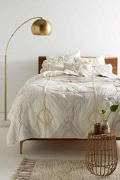 Slide View: 1: Tufted Banksia Quilt