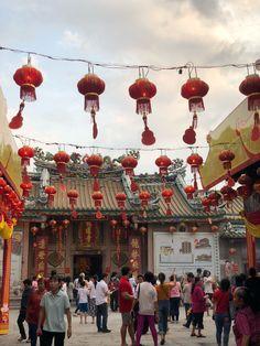วัดมังกรกมลาวาส (เล่งเน่ยยี่) Dragon Temple Kammalawat 龍蓮禪寺 - Buddhist Temple in ป้อมปราบศัตรูพ่าย Places In Bangkok, Buddhist Temple, End Of The World, Four Square, Thailand, Dragon, Temples, Dragons