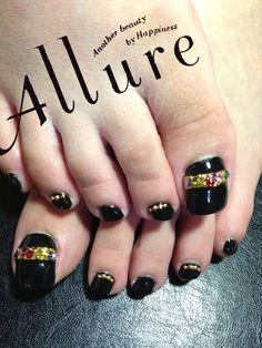 Black toes with gems Glitter Fade Nails, Faded Nails, Hot Nails, Hair And Nails, Manicure And Pedicure, Pedicures, Nails Only, Toe Nail Designs, Toe Nail Art