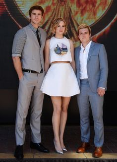 Jennifer Lawrence and #TheHungerGames co-stars dance away at #Cannes #Mockingjay party