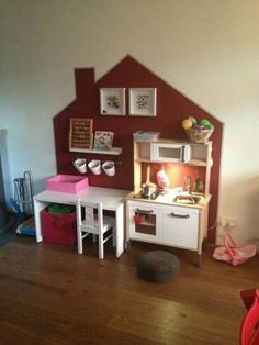 Living Great ideas for the children& play corner. You can read all tips and inspiration on how to set up such a play corner here at MakeOver. Kids Corner, Play Corner, Toy Rooms, Kids Rooms, Kids Room Design, Daycare Room Design, Little Girl Rooms, Kid Spaces, Kids Decor