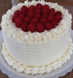 AMERICAN RED VELVET ( Terciopelo Rojo Americano ) Potica Bread Recipe, Beattys Chocolate Cake, Red Velvet Cake Decoration, Bolo Red Velvet, Fiesta Cake, Teen Cakes, Easy Cake Decorating, Strawberry Cakes, Cake Recipes