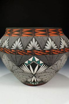 I would never tire of looking at this. Gosh, the time and talent it must have taken! ACOMA PUEBLO POTTERY BY JAY VALLO  #AlmadeLuce #Inspireworldheritage #TraditionalCollection #Feelthememory #ContemporaryDesign #HeritageFurniture