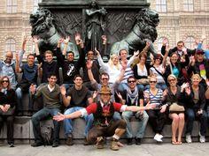 Reservieren Sie einen Platz für die beliebte kostenlose Tour durch München. Sehen Sie Hofbräuhaus, Frauenkirche und Viktualienmarkt. Hören Sie spannende Geschichten und Anekdoten und erhalten Sie exklusive Geheimtipps zu Ihrem Aufenthalt in München.