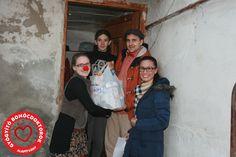 42 nélkülöző család karácsonyát varázsoltuk szebbé 42 kisgyermekes családot leptünk meg az ünnepek előtt óriási élelmiszercsomaggal, amelyet Gergő Bohóc és Dorka Bohóc vitt házhoz személyesen.