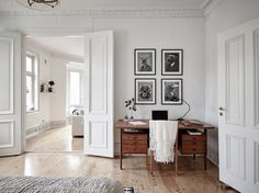 Mid-century modern interior in an old building - COCO LAPINE.- Mid-century modern interior in an old building – COCO LAPINE DESIGN wall frames, black and white More - Modern Interior Design, Home Design, Interior And Exterior, Midcentury Modern Interior, Design Ideas, Old Building, Classic Building, White Building, Building Ideas