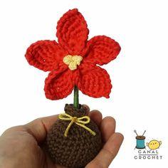Canal crochet en Youtube ♥️ Crochet Flowers, Crochet Ideas, Christmas Ornaments, Holiday Decor, Creative, Youtube, Felt Fruit, Free Pattern, Crocheting