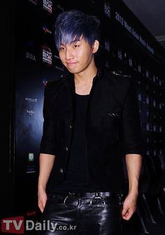 Daesung is so cute at the same time HOT with his new hair color. MAMA prescon