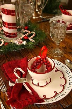 Christmas Tablescape ~ From Once Upon a Plate Centerpiece Christmas, Diy Christmas Decorations Easy, Christmas Table Settings, Christmas Tablescapes, Holiday Tables, Christmas Candles, Table Decorations, Christmas Dishes, Noel Christmas