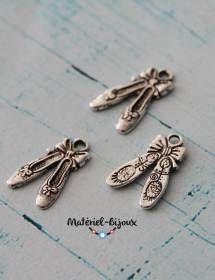 Pour créer et imaginer des bijoux sur le thème de la danse voici de jolies breloques ballerines.